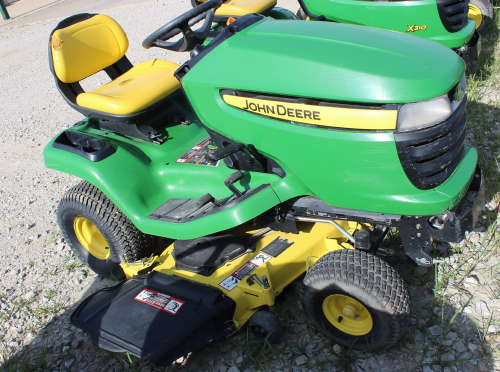 john deere x300 riding mower t h e company. Black Bedroom Furniture Sets. Home Design Ideas