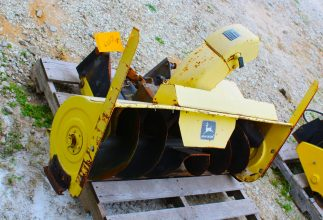 John Deere 500 Snow Thrower