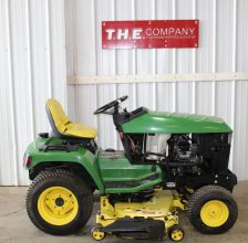JOHN DEERE 425 Riding Mower