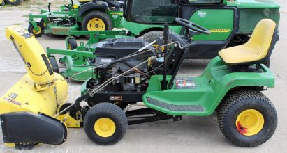 John Deere JDLX178 Riding Mower/ Garden Tractor