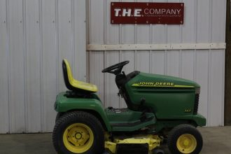 John Deere 345 Riding Mower